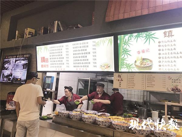 """南京多所高校成""""蹭饭族""""天堂,高校食堂是否应该开放引热议"""