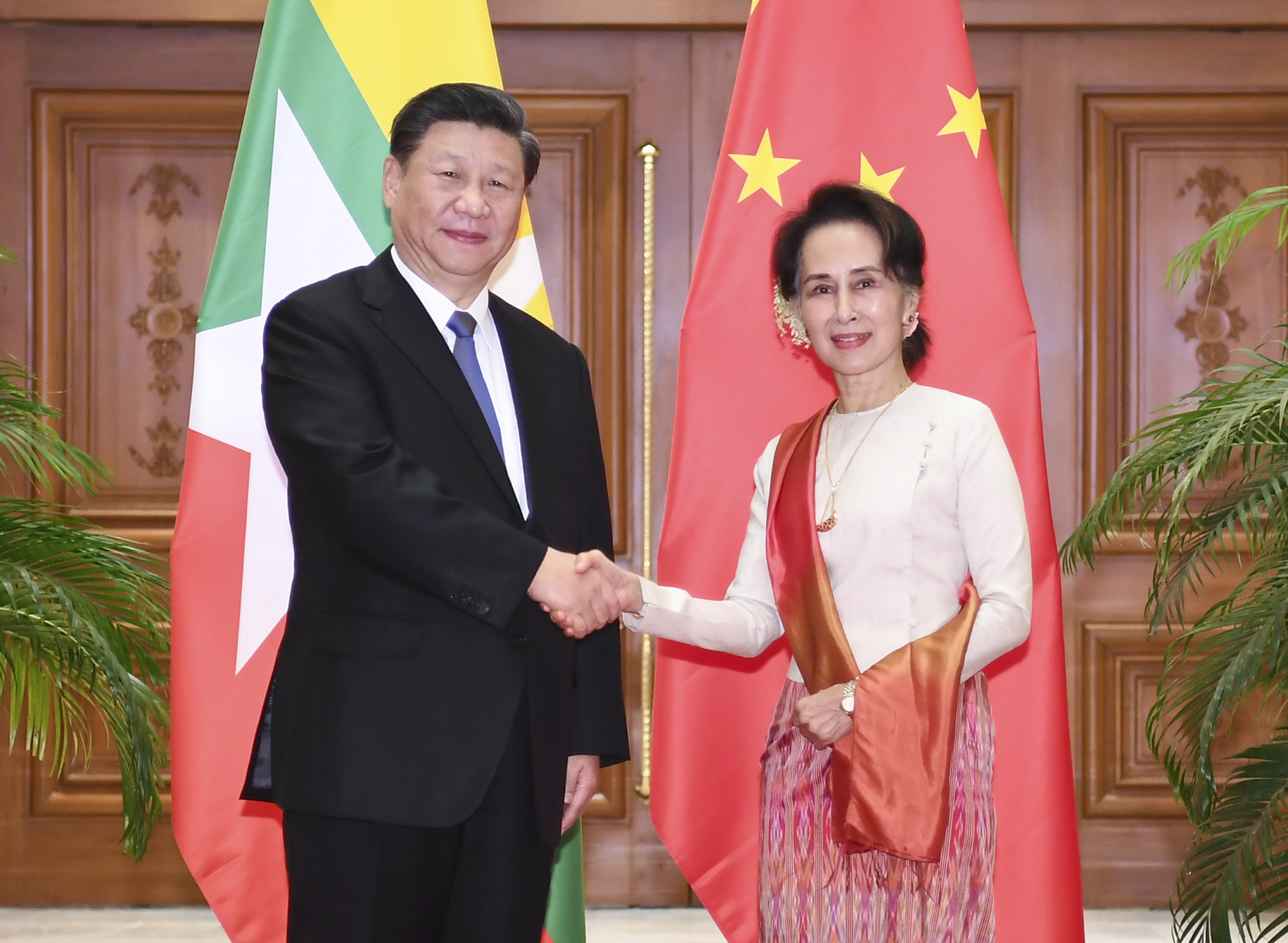<STRONG>习近平同缅甸国务资政会谈</STRONG>