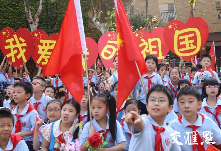 """红红中国心,浓浓爱国情!江苏中小学生""""花样""""表白祖国"""